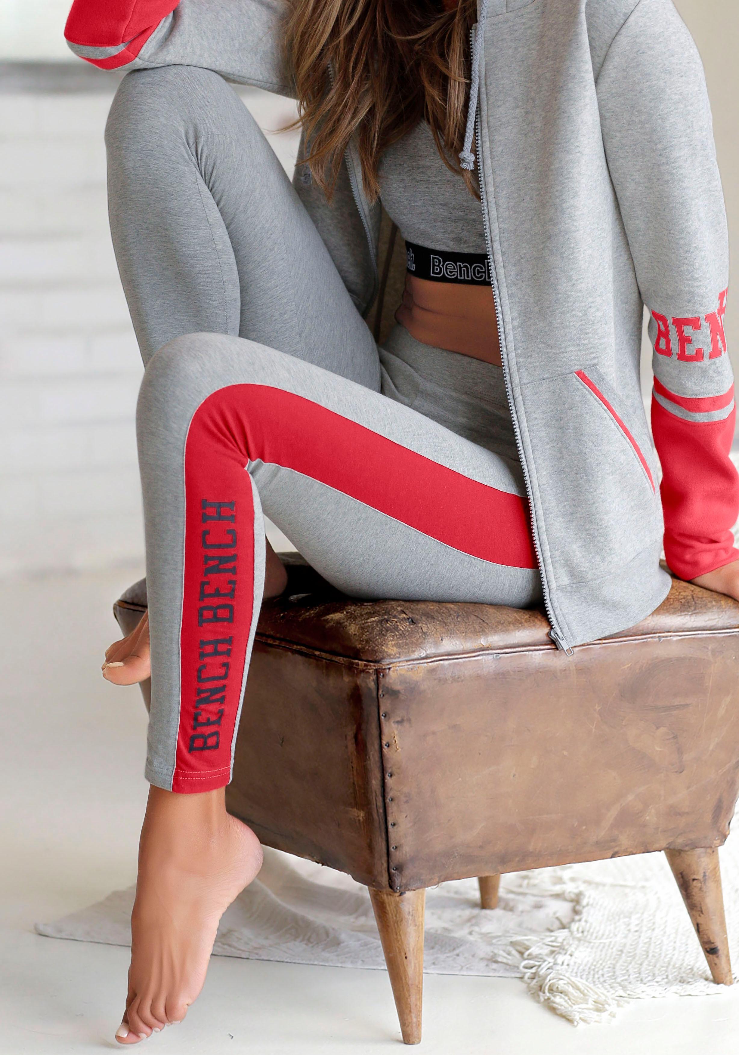 Bench. Leggings mit bedrucktem Seitenstreifen