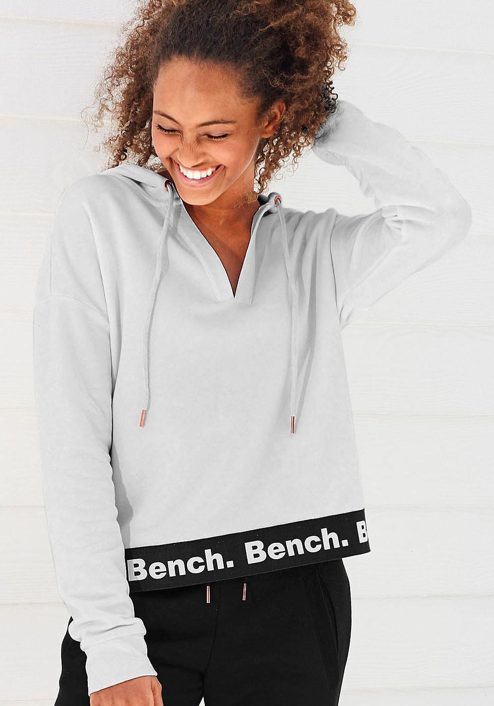 Bench. Kapuzensweatshirt in kürzerer Länge