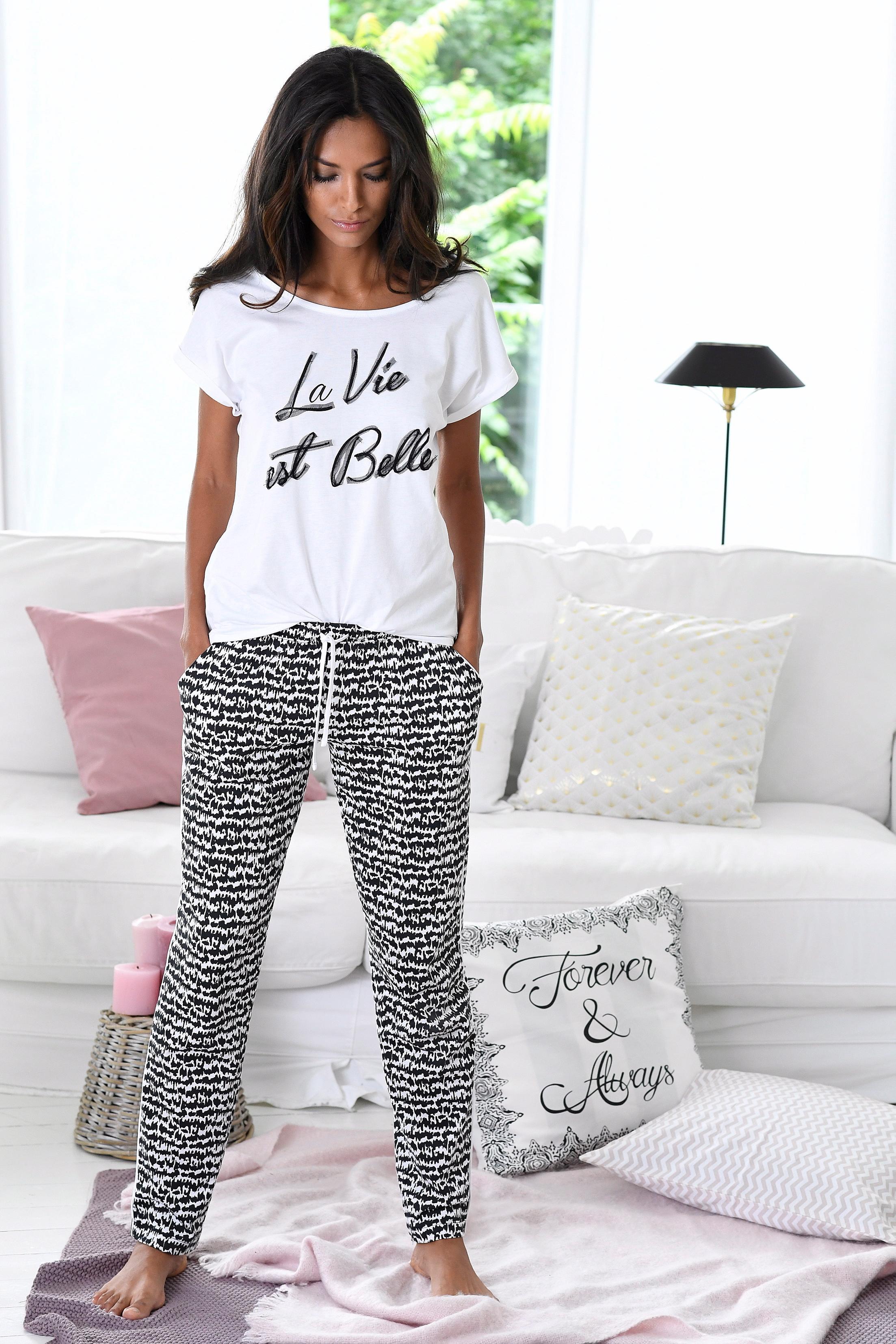 s.Oliver RED LABEL Bodywear Pyjama im Schwarz-Weiß-Design »La Vie est Belle«