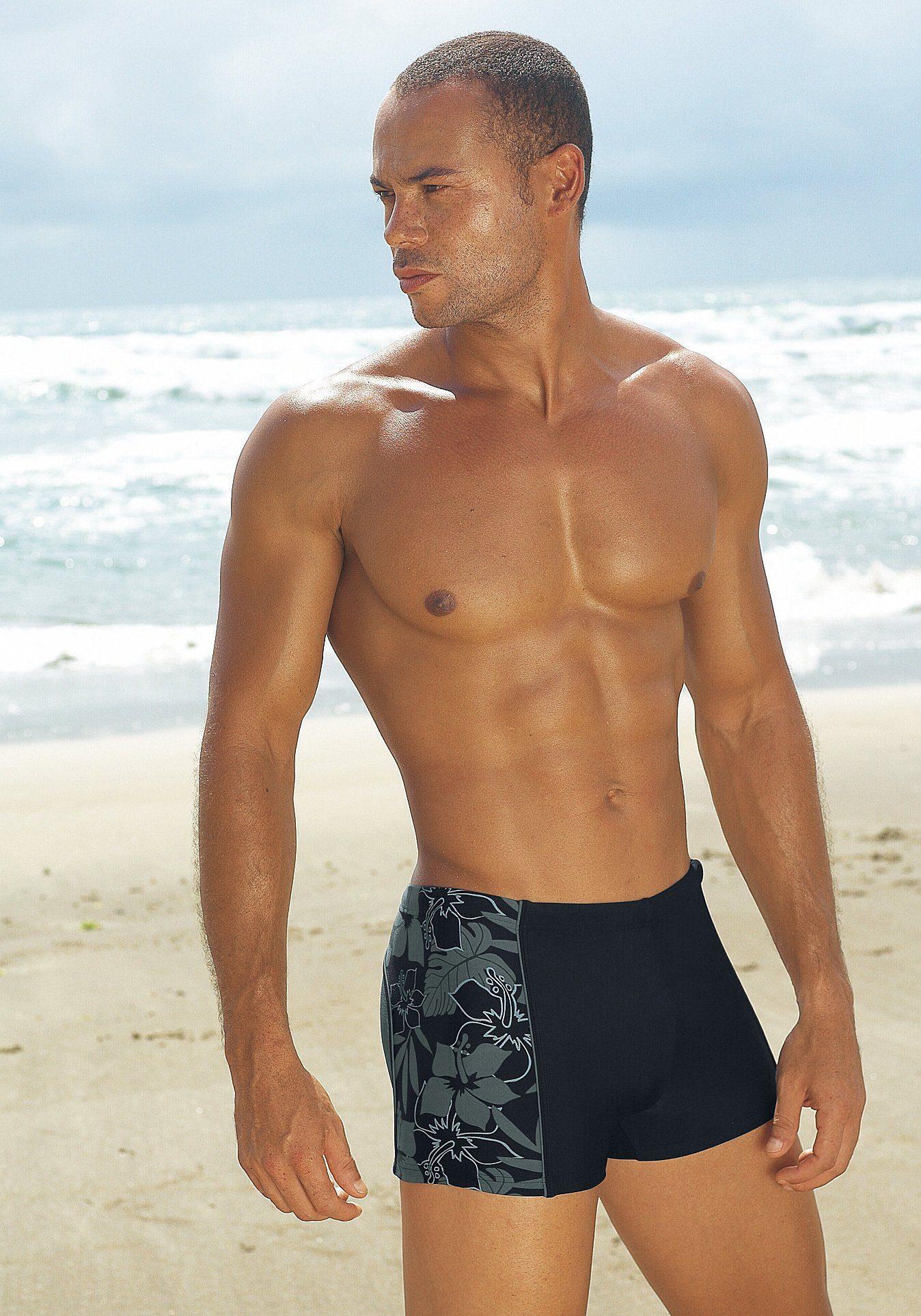 s.Oliver RED LABEL Beachwear Boxer-Badehose mit modischen Kontrasteinsätzen