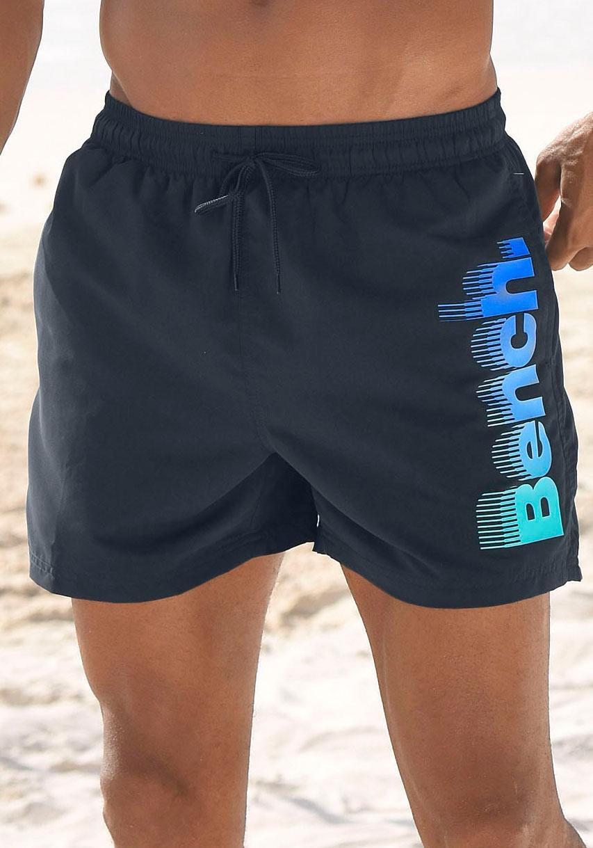 Bench. Badeshorts mit grossem Logo-Aufdruck
